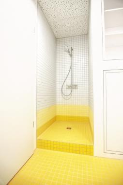 RKL_Yellow Restroom